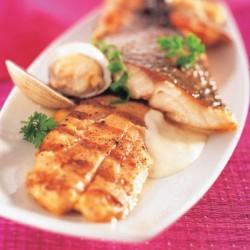 Filet de llobarro amb salsa mascarpone i cloïsses