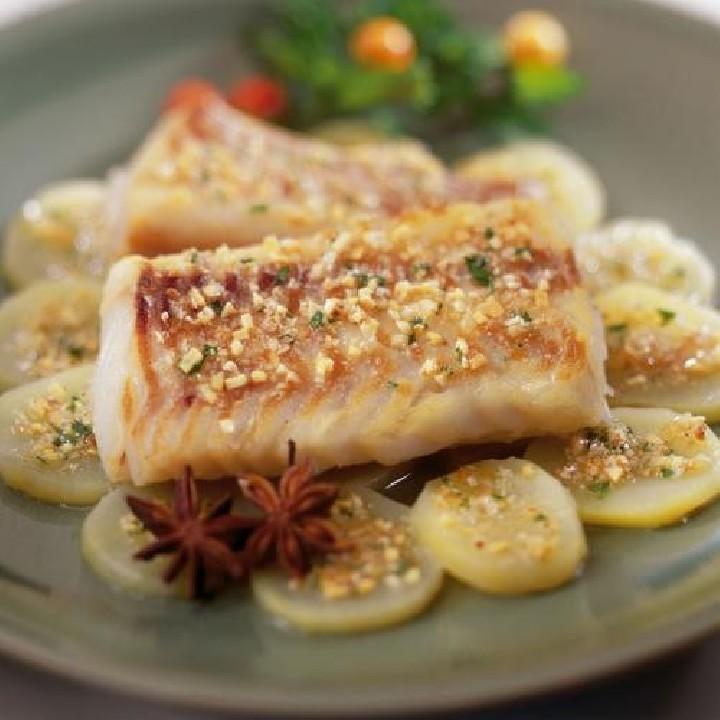 Lomo de bacalao con patatas confitadas