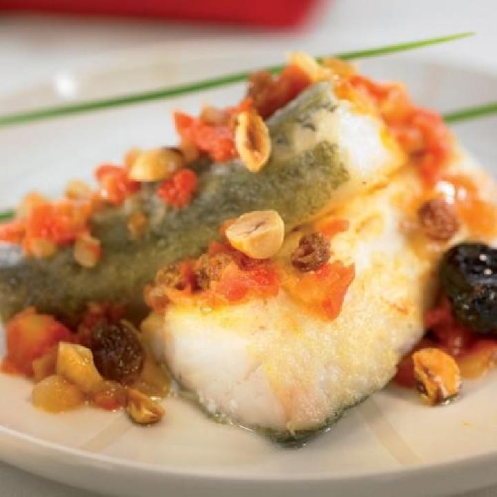 Bacallà amb panses i prunes