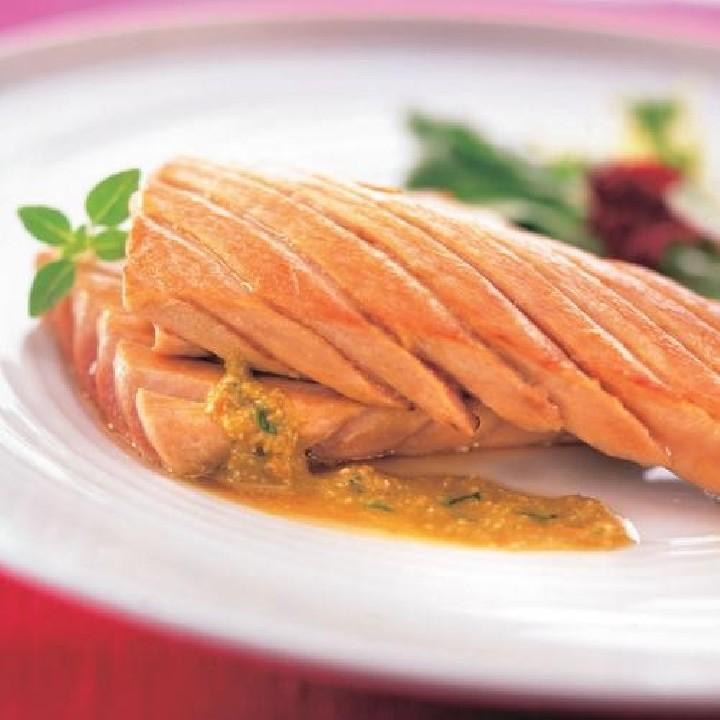 Ventresca de tonyina amb tomàquet al pesto