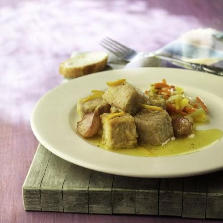Escabetx de tonyina amb verdures juliana