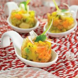 Tartar de salmón con vieiras y aguacate