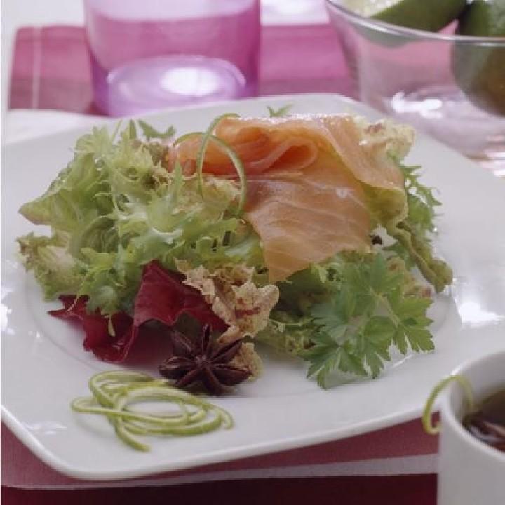 Carpaccio de salmón con lima y anís