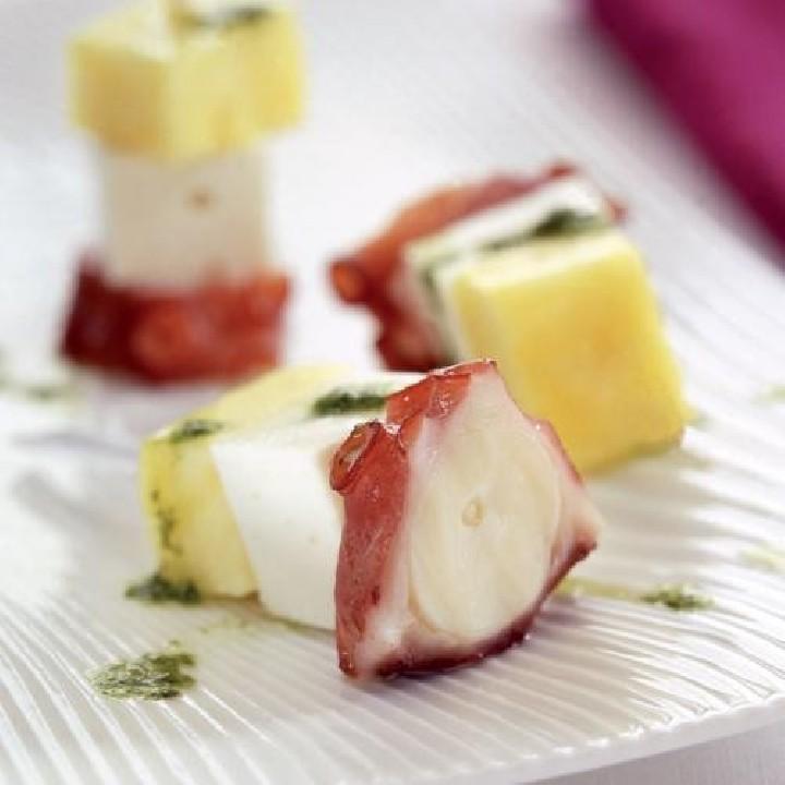 Pincho de pulpo, queso y piña