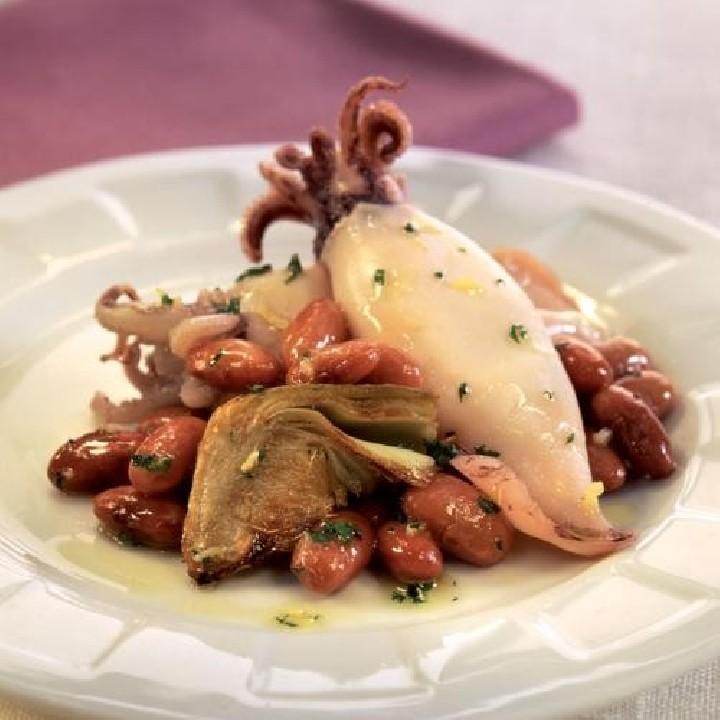Carxofes amb mongetes vermelles i calamars