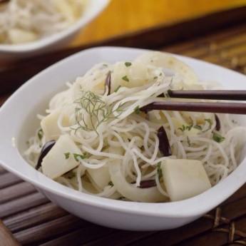 Fideus d'arròs amb sípia i fonoll