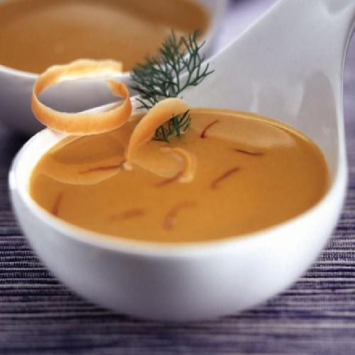 Sopa de peix al safrà