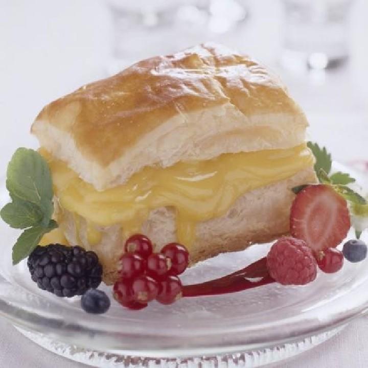 Milhojas con crema de cítricos y frutos del bosque