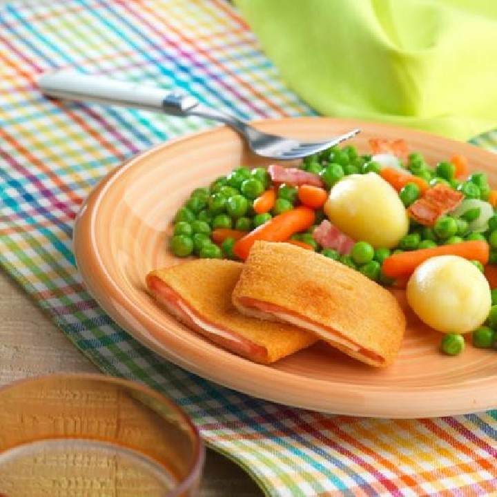 Verdura saltada amb bacó i llibrets de pernil dolç