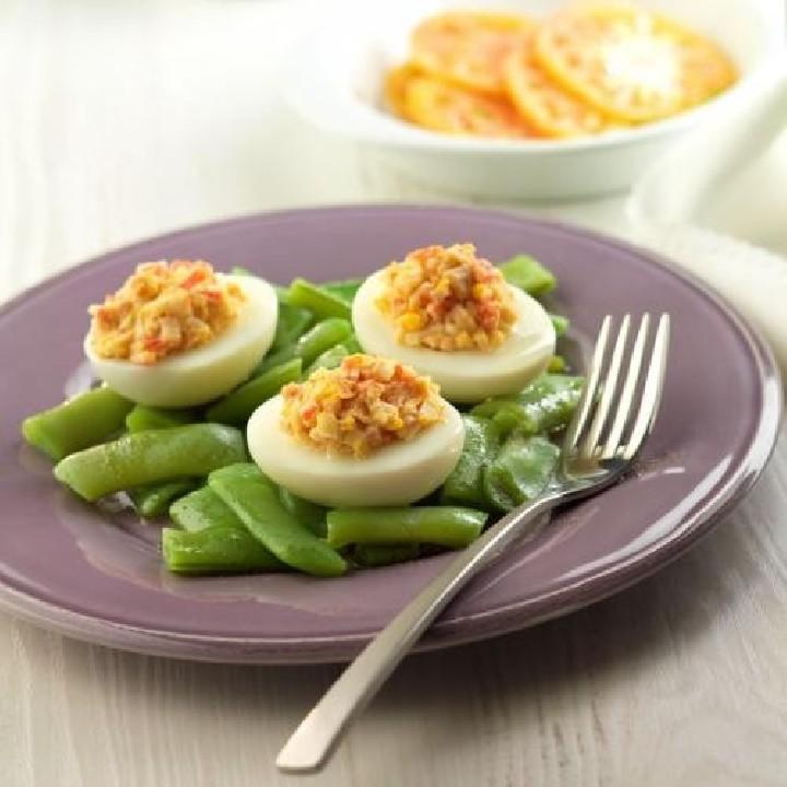 Ensalada de judías verdes y huevos duros rellenos