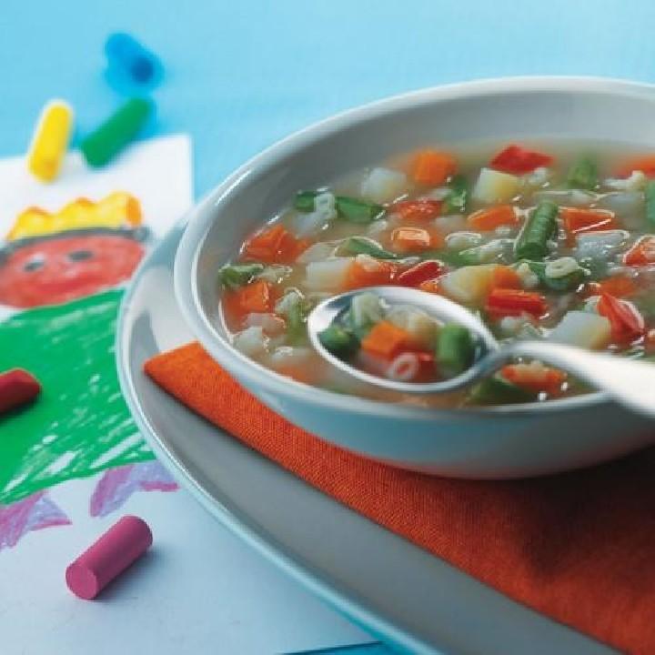 Sopa de verduras y letras