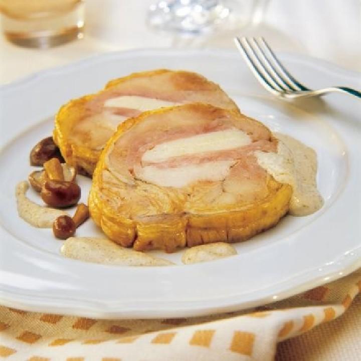 Pollo relleno de jamón y queso con salsa de setas