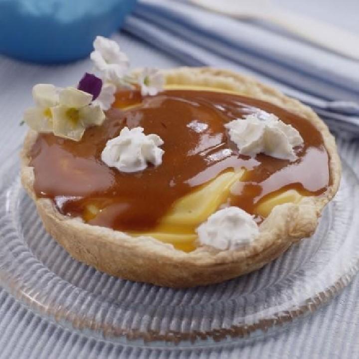 Pastel de crema, caramelo y nata