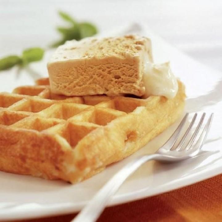 Gofre con helado de turrón y salsa mascarpone