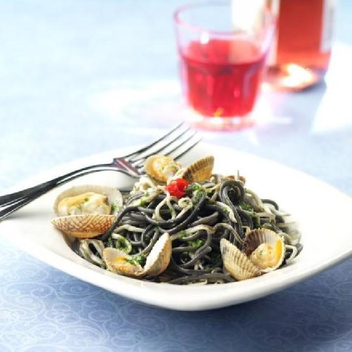 Espaguetis negros con marisco