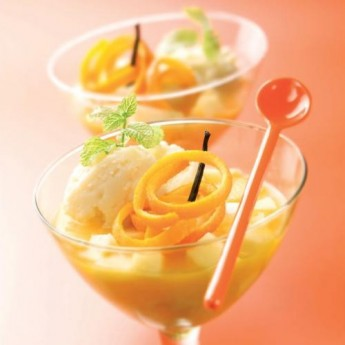 Helado de vainilla con zumo de pomelo y manzana