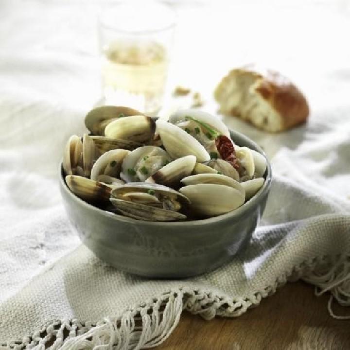 Almejas al vapor con vino blanco