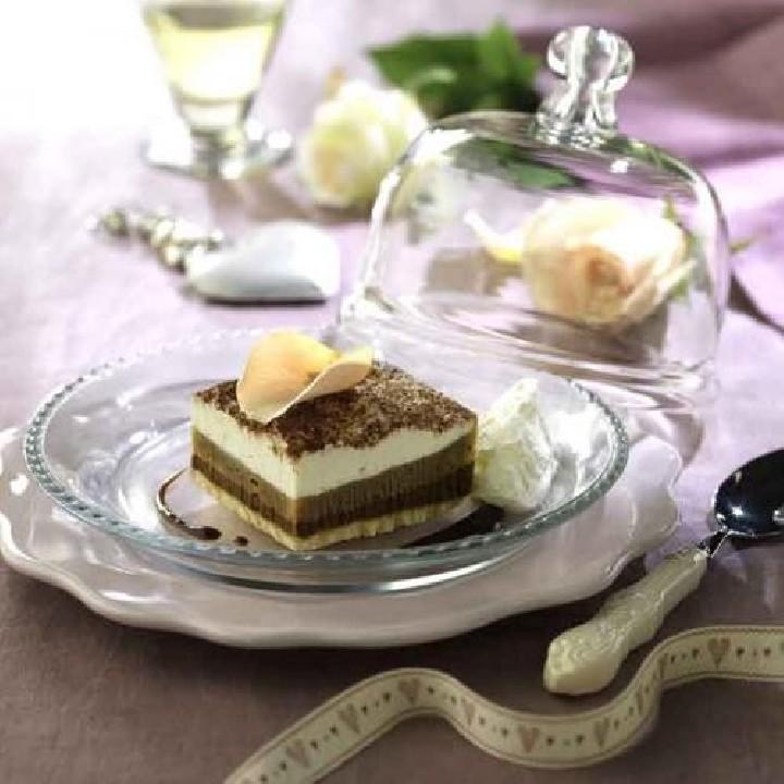 Tarta de tiramisú con nata