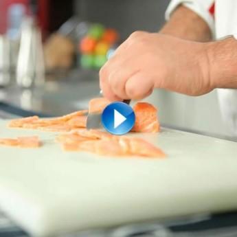¿Cómo podemos cortar finas lonchas de un pescado para carpaccio?