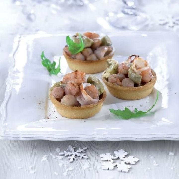 Tartaletas de calamar, vieira y colas de gambón