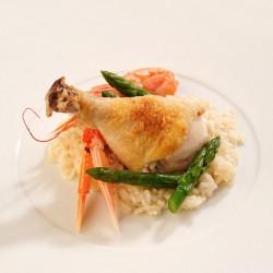 Arròs d'escamarlans amb pernilets de pollastre i espàrrecs de marge