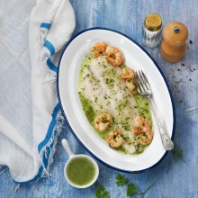 Filetes de merluza en salsa verde con gambas