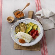 Bacallà amb graellada de verdures i salsa romesco
