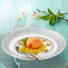 Sorbete de mandarina con sopita de yogurt, mango y nueces
