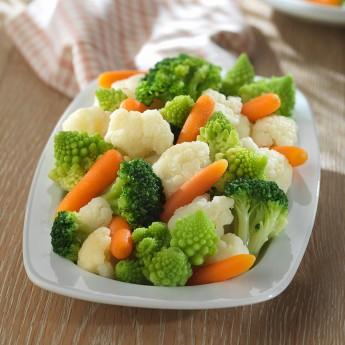 Coliflor, romanesco, brécol y zanahoria