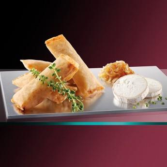 Pasta filo con queso de cabra y cebolla caramelizada