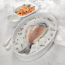 Dorada a la sal con espárragos trigueros, zanahorias y salsa de yogur