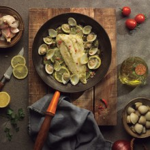 Lluç en salsa verda amb llimona i cloïsses