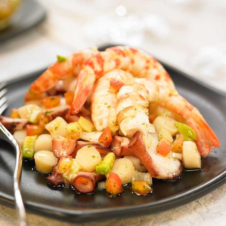 Salpicón de marisco con aguacate y manzana