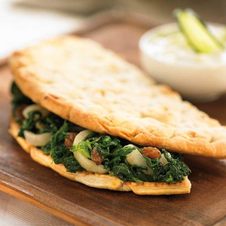Pita d'espinacs amb tzatziki