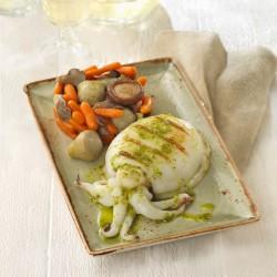 Sepia a la plancha con timbal de alcachofa, zanahorias y setas