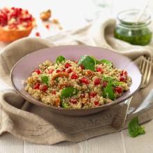 Amanida de quinoa amb espinacs frescs, nous i magrana amb vinagreta de fulles de menta
