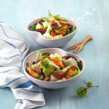 Ensalada de frutas y mejillones con vinagreta de alcachofas