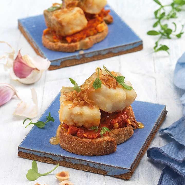 Pincho de bacalao con sobrasada y miel