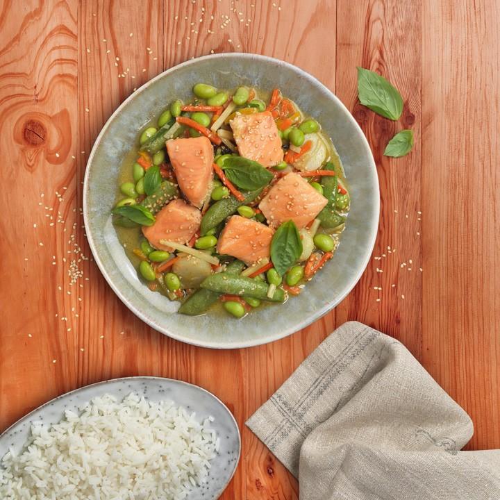 Curry verde de salmón con verduras