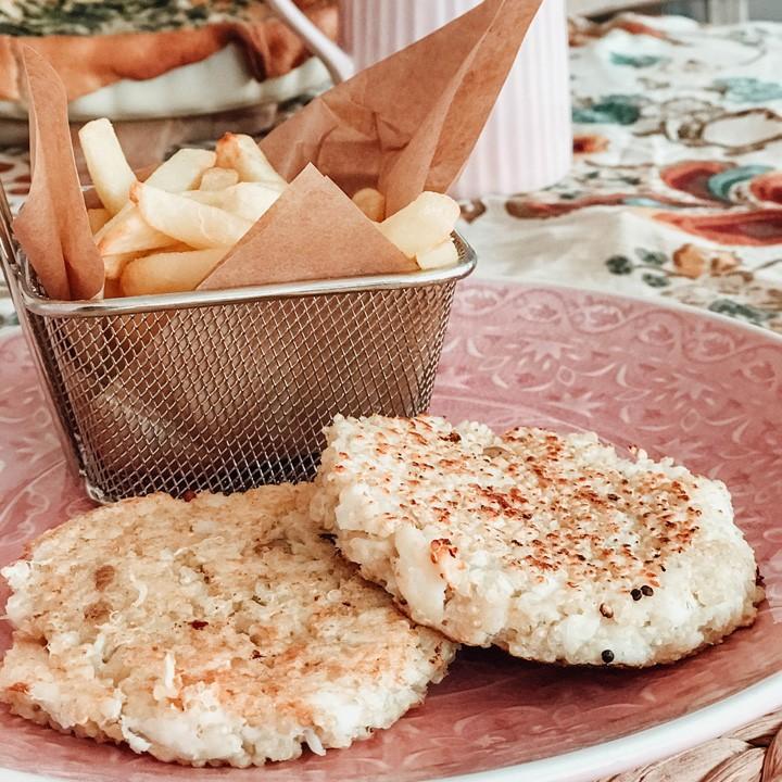 Hamburguesa de quinoa i lluç amb patates