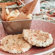 Hamburguesa de quínoa y merluza con patatas
