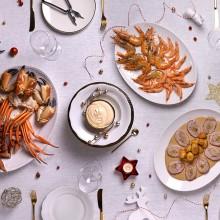 Nadal de cinema de Cap d'Any de mariscs cuits, rostits i postres