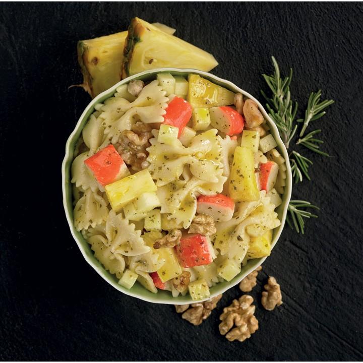 Ensalada de pasta con nueces,manzana y piña