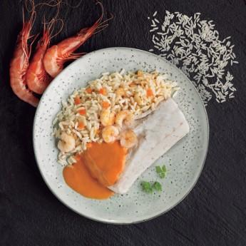 Merluza con salsa de gambas y arroz