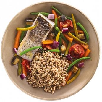 Merluza al vapor,verduras con trigo sarraceno