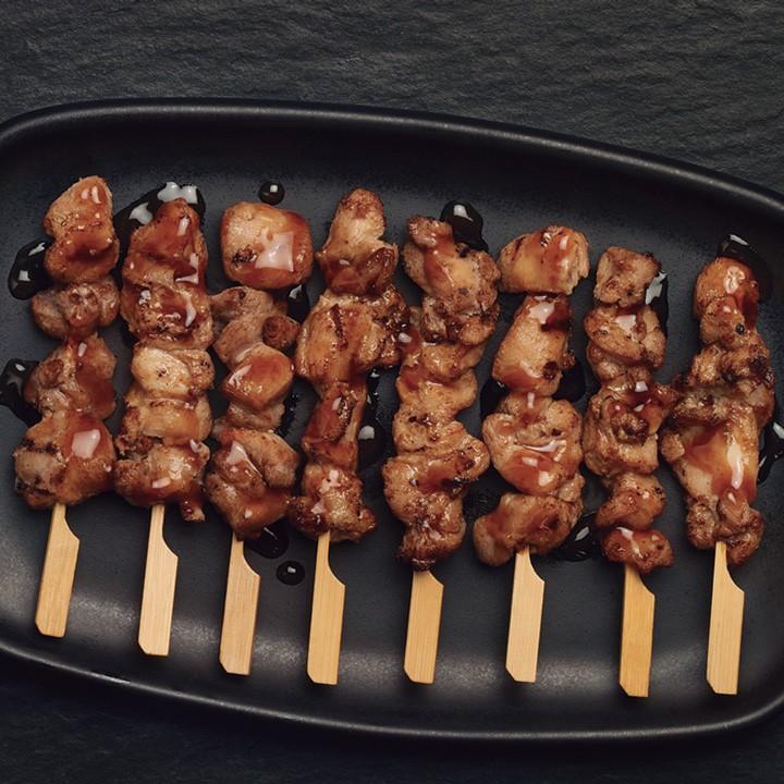 Brocheta con salsa Yakitori