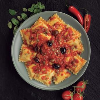 Ravioli diavola salsa mediterránea