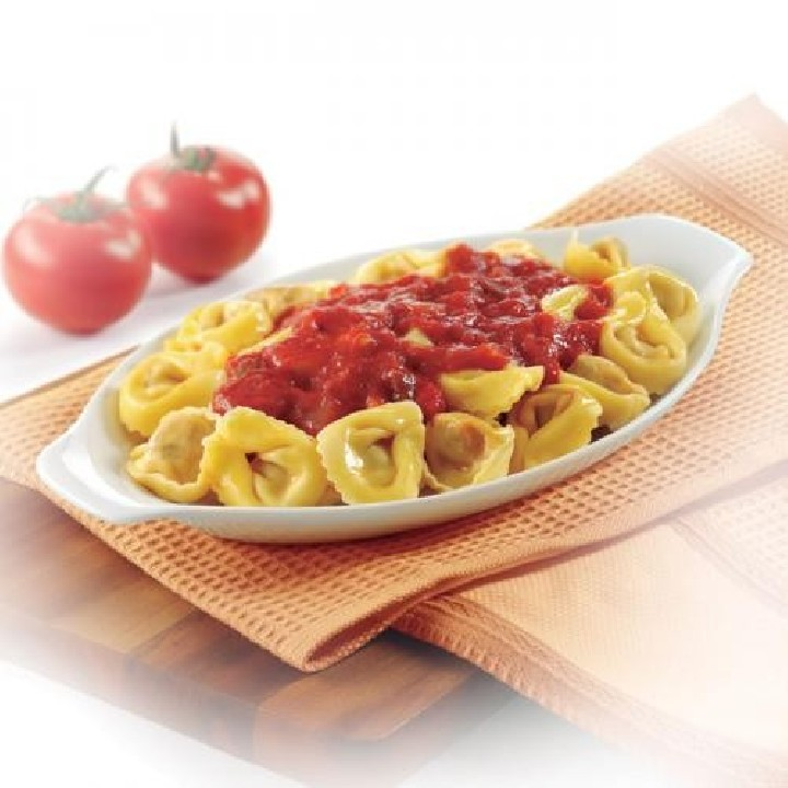 Capelletti con verduras y salsa napolitana