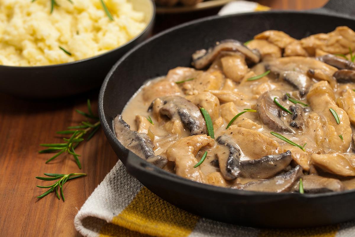 El pollo guisado con setas es una opción nutritiva y deliciosa.