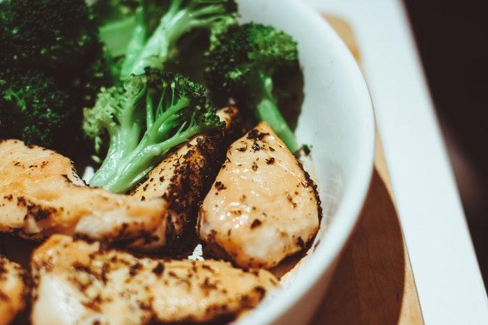 ¡Prueba el brócoli acompañado de carne de pollo!